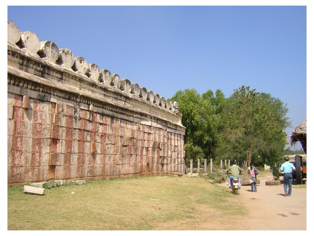Side praaharam (side of temple) - note the hieght of the temple walls